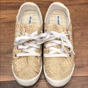 NWOT Taupe and Gold Metallic Not Rated Shoes